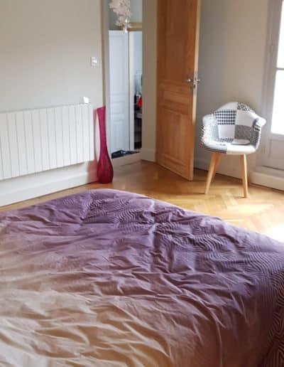 chambre-parentale-après-travaux-tete-de-lit-bois-mur-orage-deco-pau