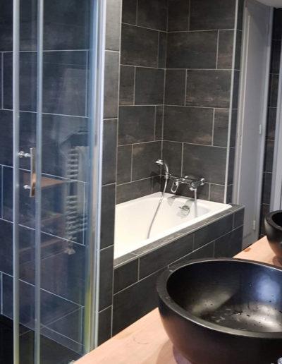 salle-de-bain-anthracite-après-travaux-rénovation