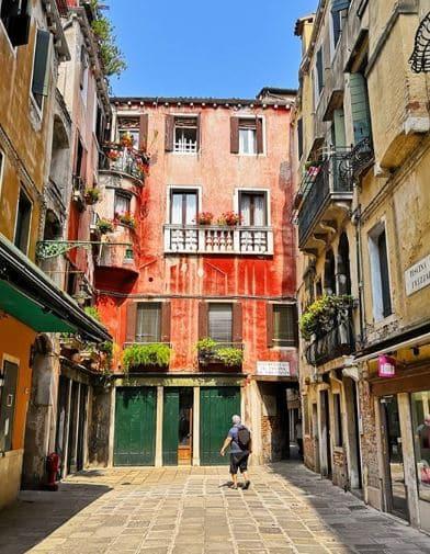 italie-facade-terracotta-instagram